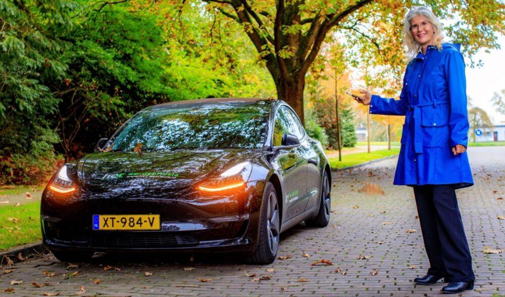 HET deelauto heeft Europese primeur met deel-Tesla